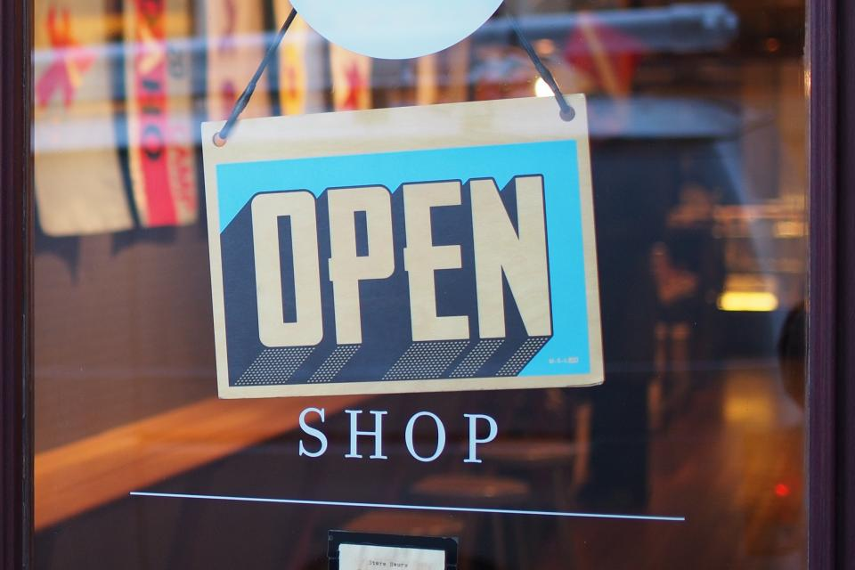 How to Upsell and Cross-Sell in Retail: 6 Pointers to Implement in your Store